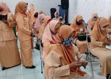 Peringati Hari Ibu, DWP Kemenag Sampang Gelar Lomba Kreasi Masker Pesta