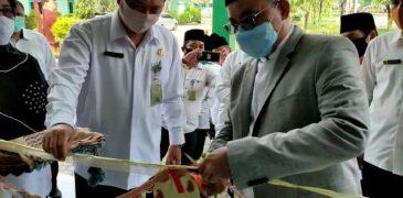Kepala Kanwil Kemenag Jatim Resmikan Balai Nikah dan Manasik Haji KUA Sampang